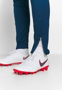 Nike Performance - DRY ACADEMY PANT - Joggebukse - valerian blue/laser crimson - 4