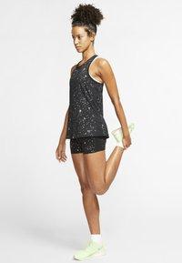 Nike Performance - Short de sport - blacK - 1