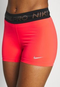 Nike Performance - PRO SHORT - Leggings - laser crimson/black/metallic silver - 4