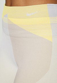 Nike Performance - SEAMLESS SCULPT 7/8 - Legging - pale ivory/shimmer - 4