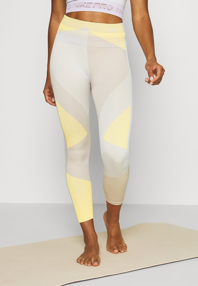 Nike Performance - SEAMLESS SCULPT 7/8 - Legging - pale ivory/shimmer