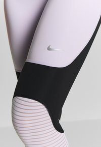 Nike Performance - CROP - Medias - infinite lilac/black/metallic silver