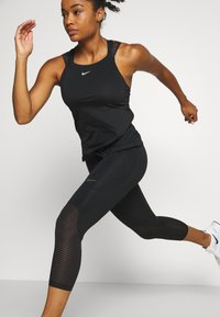 Nike Performance - CROP - Leggings - black/metallic silver - 3