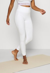 Nike Performance - SEAMLESS 7/8 - Leggings - summit white - 0