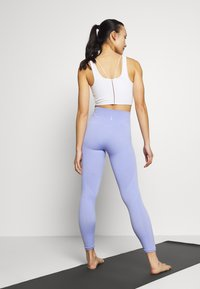 Nike Performance - SEAMLESS 7/8 - Leggings - light thistle/white - 2