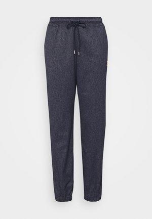 PANT - Teplákové kalhoty - obsidian/silver/wheat