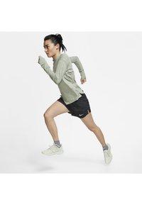 Nike Performance - TEMPO LUX   - Pantalón corto de deporte - black/anthracite/reflective silv - 1