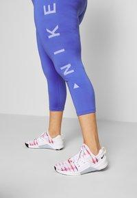 Nike Performance - 3/4 sports trousers - sapphire/lemon/light thistle - 3