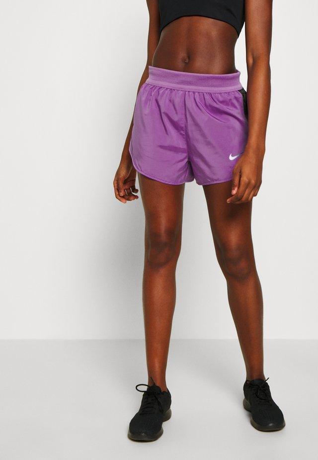 SHORT RUNWAY - Korte broeken - purple/vivid purple/white