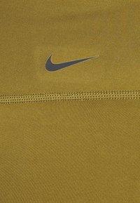 Nike Performance - ONE SHORT - Punčochy - olive flak/white - 2