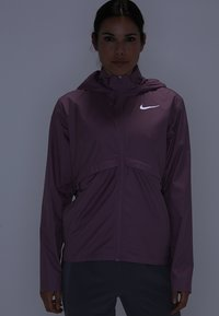 Nike Performance - Kurtka do biegania - plum dust/reflective silv - 7