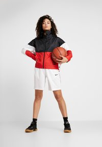 Nike Performance - NBA CHICAGO BULLS WOMENS JACKET - Chaqueta de entrenamiento - black/university red/white - 1