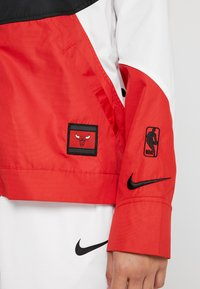 Nike Performance - NBA CHICAGO BULLS WOMENS JACKET - Chaqueta de entrenamiento - black/university red/white - 7