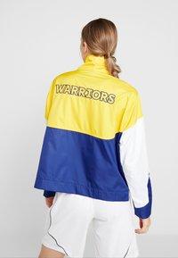 Nike Performance - NBA GOLDEN STATE WARRIORS WOMENS JACKET - Träningsjacka - amarillo/rush blue/white - 2