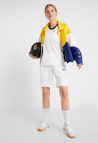 Nike Performance - NBA GOLDEN STATE WARRIORS WOMENS JACKET - Träningsjacka - amarillo/rush blue/white - 1