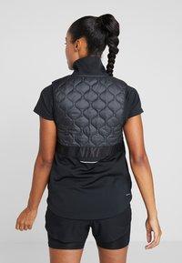 Nike Performance - Veste sans manches - black/reflective silver - 2