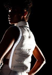 Nike Performance - CITY AEROLOFT VEST - Waistcoat - phantom/black - 7