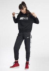 Nike Sportswear - Luvtröja - black/white - 1