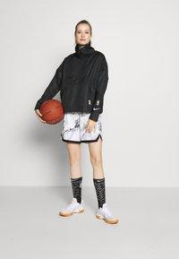Nike Performance - TORONTO RAPTORS CITY EDITION WOMENS SNAP JACKET - Treningsjakke - black /black /club gold - 1