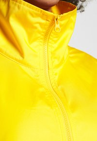 Nike Performance - NBA LOS ANGELES LAKERS CITY EDITION WOMENS SNAP JACKET - Pelipaita - amarillo/white - 5