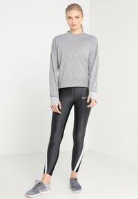 Nike Performance - THERMASPHERE CREW 2.0 - Sweatshirts - gunsmoke/heather/silver - 1