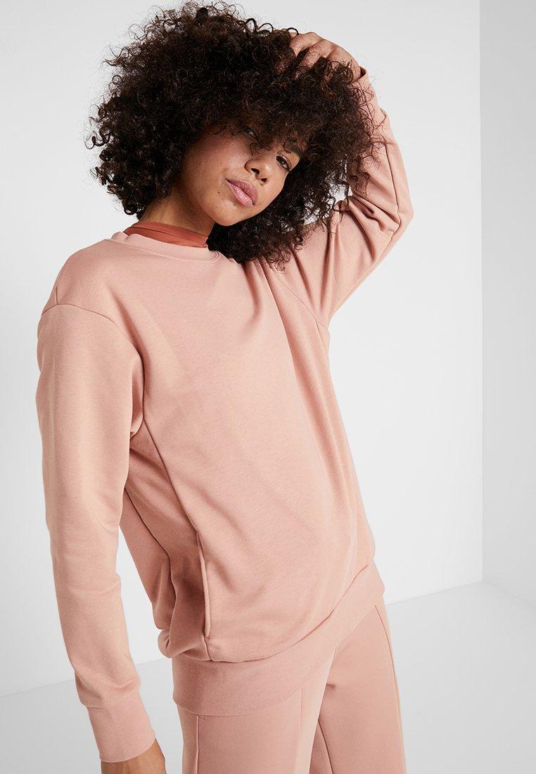 Nike Performance - DRY CREW - Sweatshirt - rose gold/white