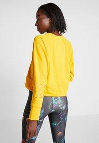 Nike Performance - Sweatshirt - university gold - 2