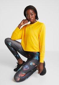 Nike Performance - Sweatshirt - university gold - 3