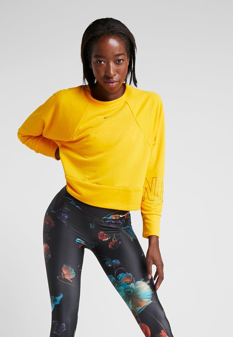 Nike Performance - Sweatshirt - university gold