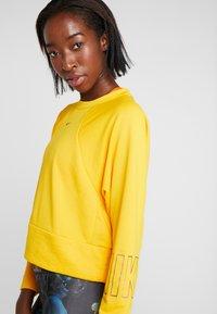 Nike Performance - Sweatshirt - university gold - 4