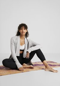 Nike Performance - YOGA COLLECTION - Huvtröja med dragkedja - atmosphere grey/heather - 1