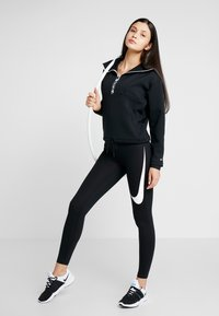 Nike Performance - CROPPED MOCK NECK - Bluza - black/metallic silver - 1