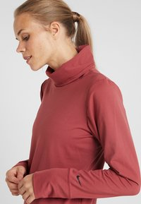 Nike Performance - YOGA FUNNEL COVERUP - Mikina - cedar/black - 4