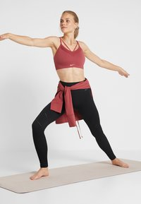 Nike Performance - YOGA FUNNEL COVERUP - Mikina - cedar/black