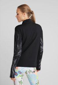 Nike Performance - T-shirt sportiva - black/reflective silver - 2