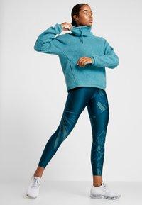 Nike Performance - COWL COZY - Bluza z polaru - mineral teal/black - 1