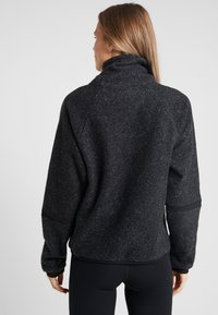 Nike Performance - COWL COZY - Bluza z polaru - black heather - 2