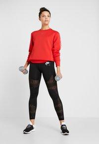 Nike Performance - CREW - Collegepaita - university red/metallic silver - 1