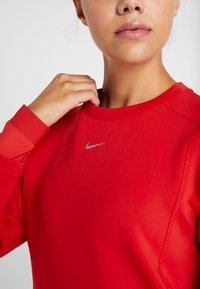 Nike Performance - CREW - Collegepaita - university red/metallic silver - 5