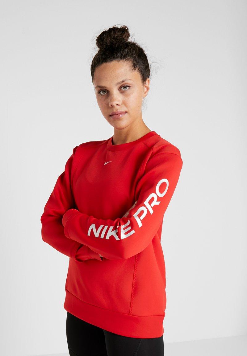 Nike Performance - CREW - Collegepaita - university red/metallic silver