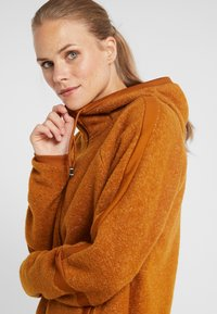 Nike Performance - COZY - Veste polaire - burnt sienna/black - 4