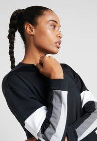 Nike Performance - CREW - Collegepaita - black/white/white - 3