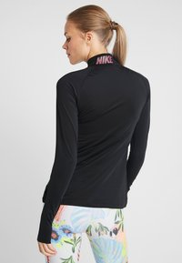 Nike Performance - Koszulka sportowa - black/thunder grey - 2