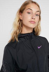 Nike Performance - Kurtka do biegania - black/vivid purple - 3