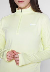 Nike Performance - PACER  - Camiseta de deporte - limelight/white/reflective silver - 5