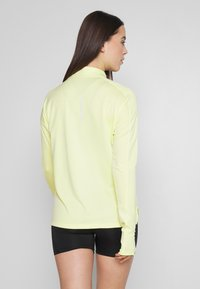 Nike Performance - PACER  - Camiseta de deporte - limelight/white/reflective silver - 2