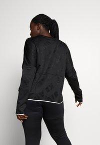 Nike Performance - AIR MIDLAYER CREW PLUS - Treningsskjorter - black/reflective silver - 2