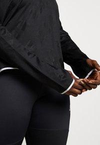 Nike Performance - AIR MIDLAYER CREW PLUS - Treningsskjorter - black/reflective silver - 3
