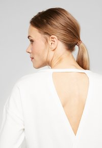 Nike Performance - YOGA WRAP COVERUP - Sweater - summit white/platinum tint