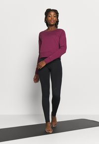 Nike Performance - YOGA WRAP COVERUP - Sudadera - villain red/shadowberry - 1